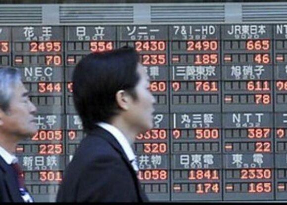 Σε αρνητικό πρόσημο η Ασία – Ισχυρές απώλειες για HSBC και Standard Chartered