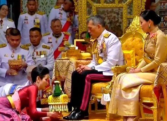Ταϊλάνδη: Χάρη στην πρώην ερωμένη του απένειμε ο βασιλιάς