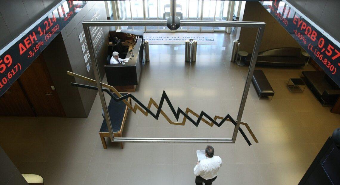 ΧΑ: Ανακόπηκε η ανοδική πορεία με πιέσεις από τις τράπεζες, παρέμεινε πάνω από τις 660 μονάδες ο ΓΔ