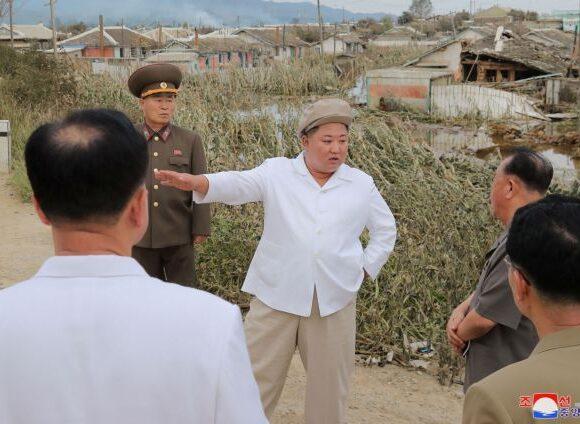 Nέα εμφάνιση του Κιμ Γιονγκ Ουν μετά από τυφώνα στη Βόρεια Κορέα