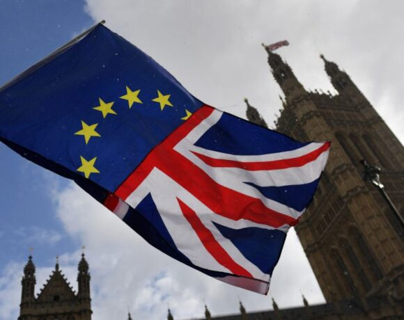 To Παρίσι προειδοποιεί: Απαράδεκτη οποιαδήποτε παραβίαση της συμφωνία για το Brexit
