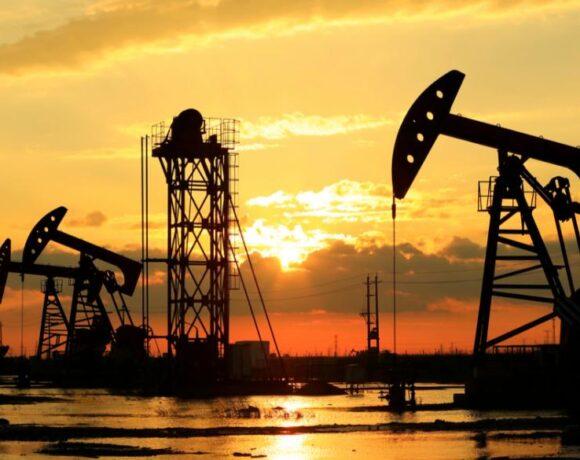 Άνοδος του πετρελαίου κι ενώ νεός τυφώνας προσεγγίζει τις ΗΠΑ