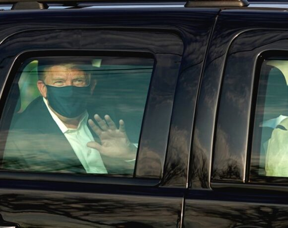 Βγήκε από το νοσοκομείο για βόλτα ο Τραμπ-Θύελλα αντιδράσεων