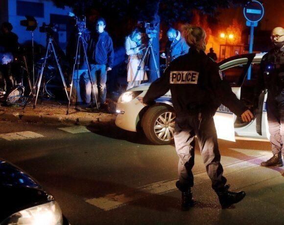 Γαλλία: Στον τόπο της φονικής επίθεσης σε καθηγητή μεταβαίνει ο πρόεδρος Μακρόν