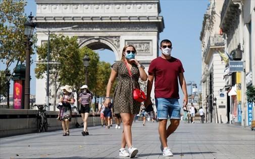 Γαλλία: Το Παρίσι βάζει «λουκέτο» στα μπαρ για να αντιμετωπίσει τον κορωνοϊό