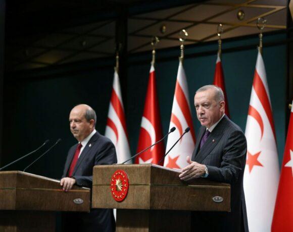 «Εκλογές» στα Κατεχόμενα: Συγχαρητήρια Ερντογάν στον εκλεκτό του, Ερσίν Τατάρ
