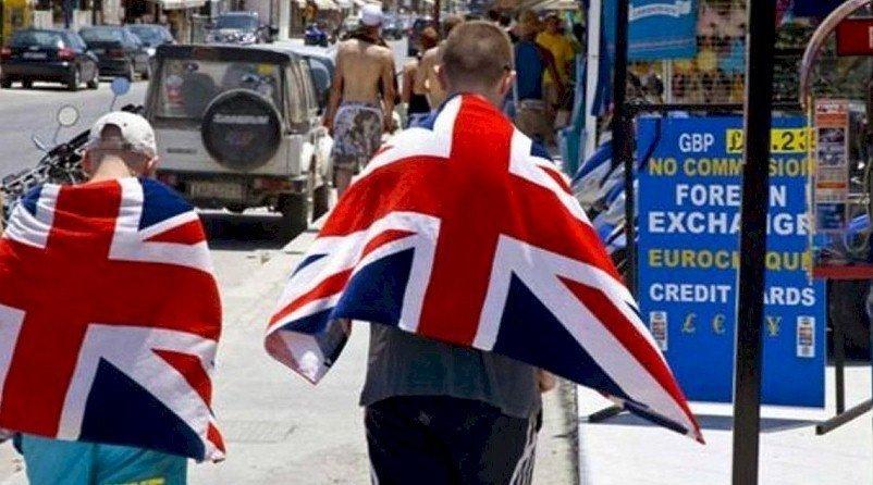 Εκτός καραντίνας- πλήν της Μυκόνου- τα ελληνικά νησιά για τους Βρετανούς