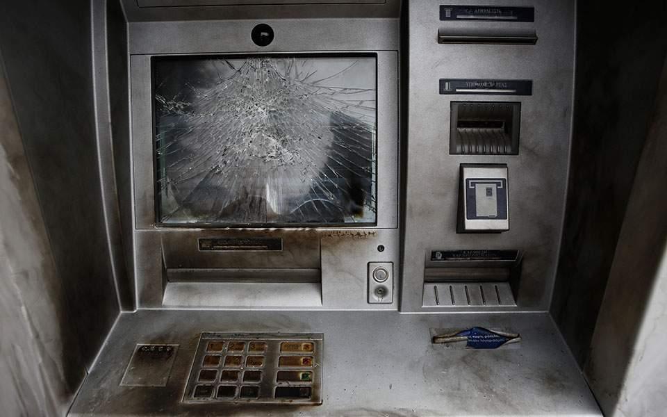 Επιθέσεις τα ξημερώματα σε 5 υποκαταστήματα τραπεζών της Αττικής