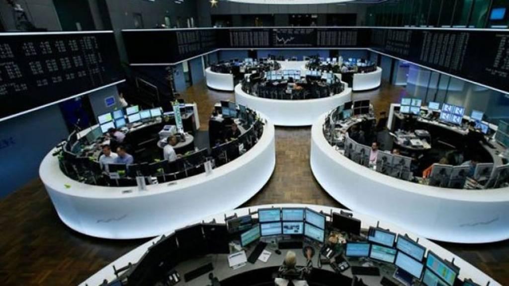 Ευρωαγορές: Κλείσιμο εβδομάδος με κέρδη, με στήριξη από τράπεζες και αυτοκινητοβηχανίες