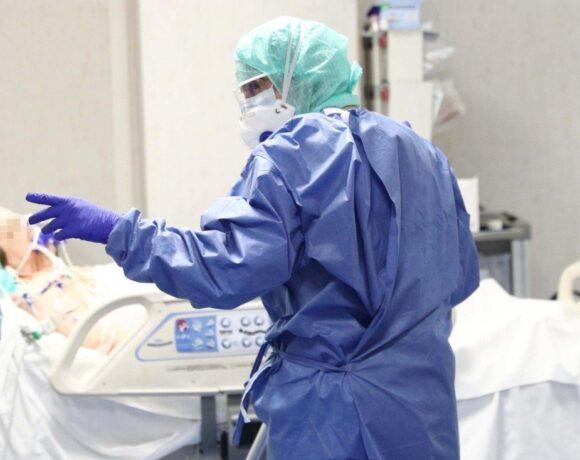 Κορωνοϊός: Νέο αρνητικό ρεκόρ με 2056 νέα κρούσματα – 6 θάνατοι, 135 οι διασωληνωμένοι
