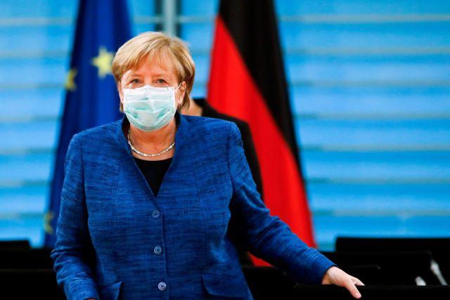 Μέρκελ προς Γερμανούς: Μειώστε κοινωνικές συναναστροφές και ταξίδια