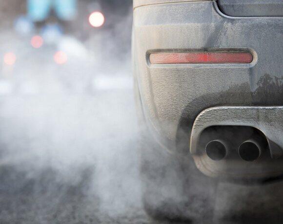 ΟΟΣΑ: Θέλει ακριβότερα διόδια για παλαιά οχήματα, ανάλογα με τους ρύπους