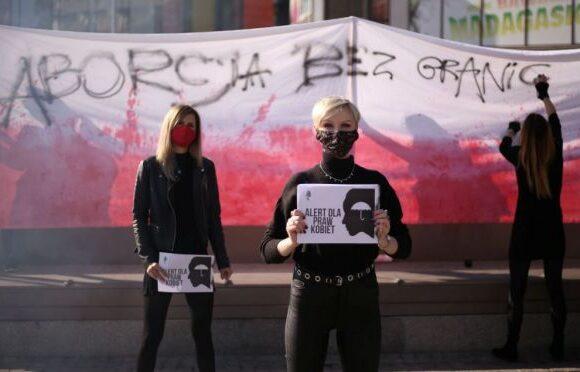 Πολωνία : «Αντισυνταγματικές» οι αμβλώσεις ακόμη και για έμβρυα με γενετικές ανωμαλίες