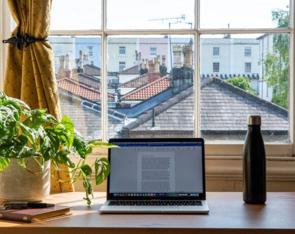 Πόση επιτήρηση χρειάζεται ο εργαζόμενος στο σπίτι;