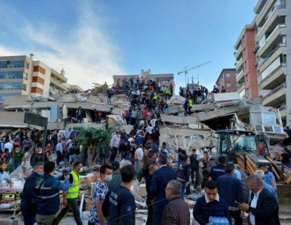 Σεισμός – Σμύρνη : Μεγαλώνει η λίστα των θυμάτων – Ξεπερνούν τους 400 οι τραυματίες