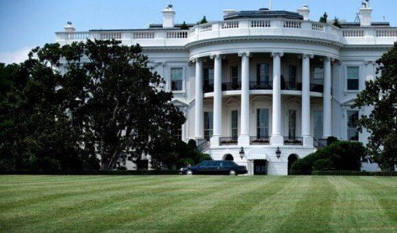 Στον Λευκό Οίκο δεν ξέρουν εάν ο Τραμπ εργάζεται στο Οβάλ Γραφείο