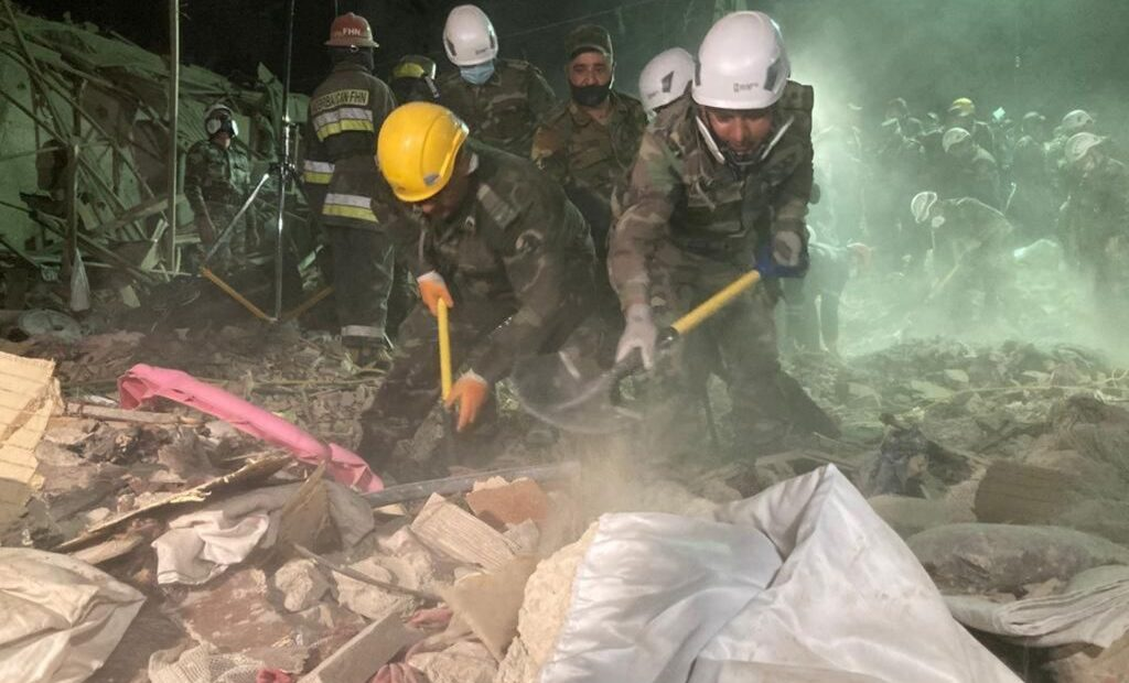 Συγκλονιστικό βίντεο : Η στιγμή της πολύνεκρης πυραυλικής επίθεσης στην Γκαντσά του Αζερμπαϊτζάν