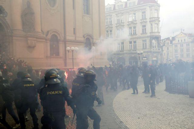 Τσεχία : Επεισόδια σε διαδήλωση κατά των μέτρων για τον κοροναϊό