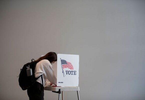 «Ψήφισε Τραμπ αλλιώς θα σε κυνηγήσουμε»: Απειλητικά e-mail σε ψηφοφόρους στις ΗΠΑ