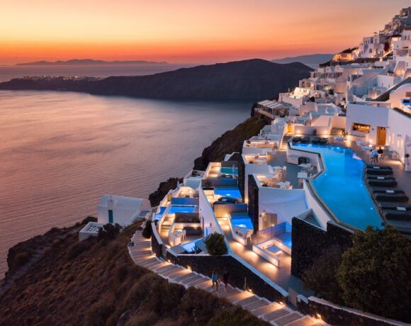 CNT: Grace Santorini Among Top 5 Best Hotels in Greece and Turkey