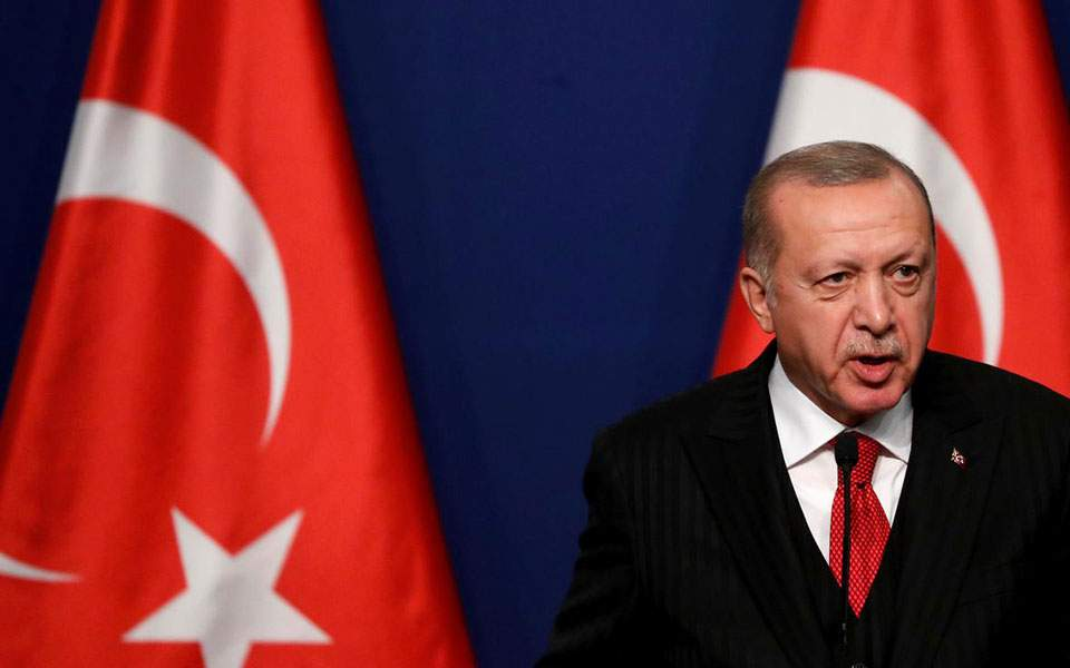 DW: Οι ευθύνες Ερντογάν για την κατάρρευση της τουρκικής λίρας