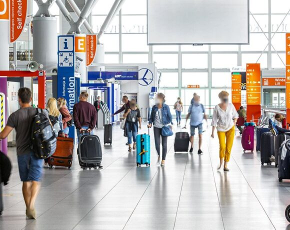 Greece Announces Restrictions for Travelers from Poland, Updates Aviation Directives