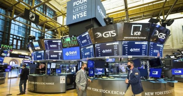 Wall Street: Μικρή άνοδος στην έναρξη με αφορμή την βελτίωση της απασχόλησης