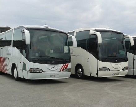 Ακατάσχετα τα ποσά ενίσχυσης για τουριστικά λεωφορεία και καταλύματα