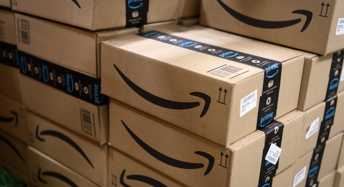 Γαλλία: Η Amazon υποκύπτει στις πιέσεις για αναβολή των εκπτώσεων της Black Friday