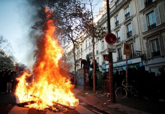 Γαλλία : Σοβαρά επεισόδια και καταγγελίες για αστυνομική αυθαιρεσία κατά διαδηλωτών