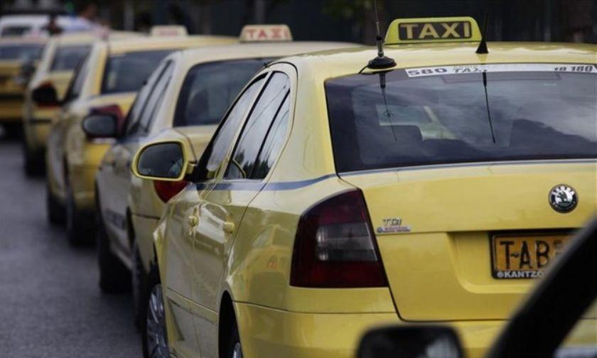 Επίδομα 800 ευρώ: Ανοιχτό το ενδεχόμενο χορήγησης σε ιδιοκτήτες Ταξί