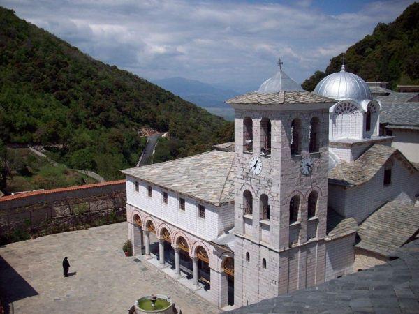 Ευαγγελιστάριο : Ενας σπάνιος θησαυρός επιστρέφει σε Μοναστήρι της Δράμας