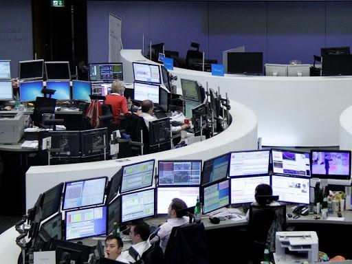 Ευρωαγορές: Κλείσιμο με κέρδη και ολοκλήρωση της 3ης διαδοχικής εβδομάδας με θετικό πρόσημο