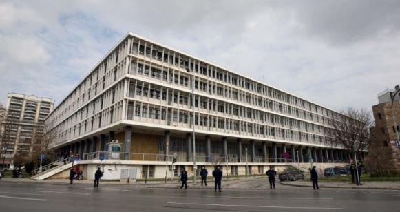 Θεσσαλονίκη: Διαμαρτυρία μισθωτών και αυτοαπασχολούμενων δικηγόρων έξω από τα δικαστήρια