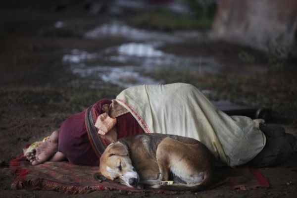 Κοροναϊος : Στο έλεος της πανδημίας 4 εκατομμύρια άνθρωποι που ζουν στους δρόμους