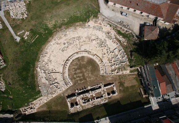 Λάρισα : Το λαμπρό Α' Αρχαίο Θέατρο και το λιτό Β' Αρχαίο Θέατρο