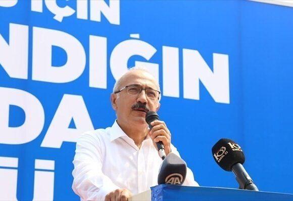 Λουτφί Ελβάν: Ο «φίλος» του Ερντογάν και των αγορών καλείται να βγάλει τα «κάστανα από τη φωτιά»