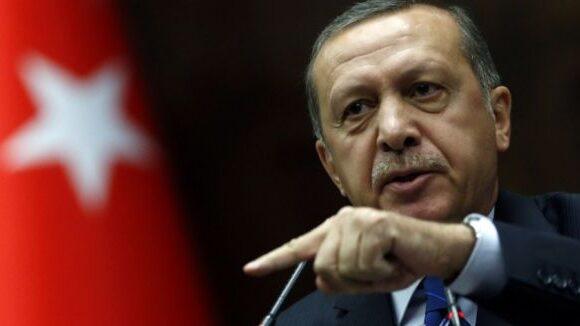 Μπεράτ Αλμπαϊράκ : Πολιτικός «σεισμός» από την παραίτηση του Τούρκου υπουργού Οικονομικών