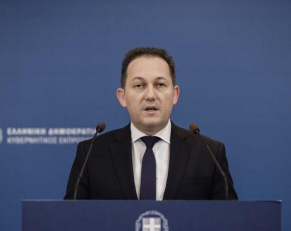 Πέτσας: Πριν τις γιορτές υπολογίζει η κυβέρνηση το άνοιγμα της οικονομίας
