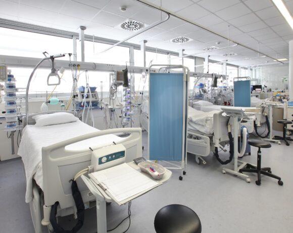 Τριακόσιοι μόνιμοι γιατροί στις Μονάδες Εντατικής Θεραπείας των Νοσοκομείων