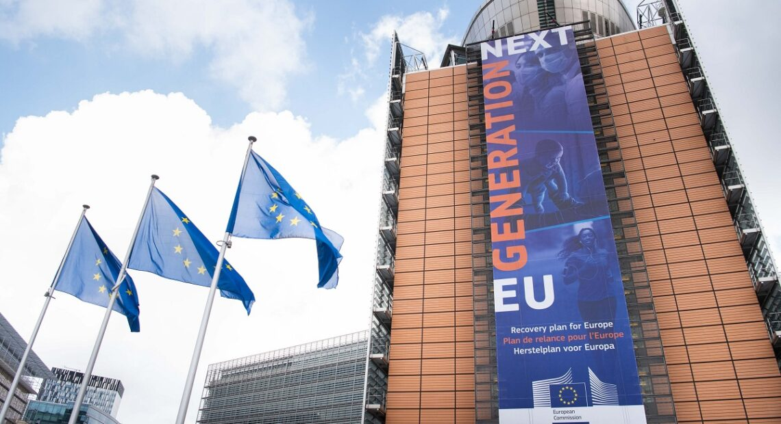 Commission Commends Greece, Paves Way for €767m Tranche