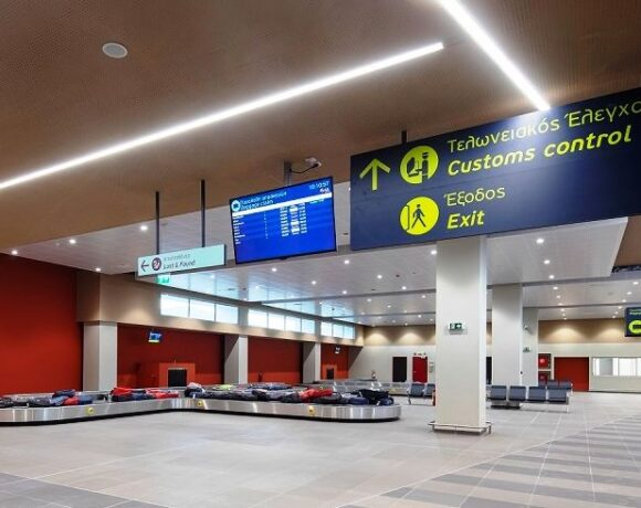 Covid-19 Keeps Greece's Passenger Traffic Down in October