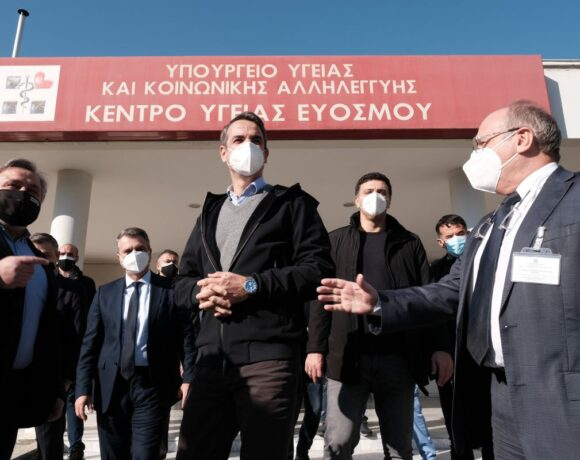 Greeks Await PM's Announcements on Covid-19 Lockdown