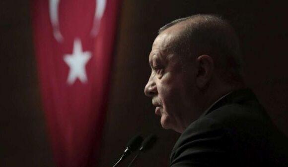 Αντιμέτωπος με τις κυρώσεις ο Ερντογάν ελπίζει στις αντιφάσεις της ΕΕ
