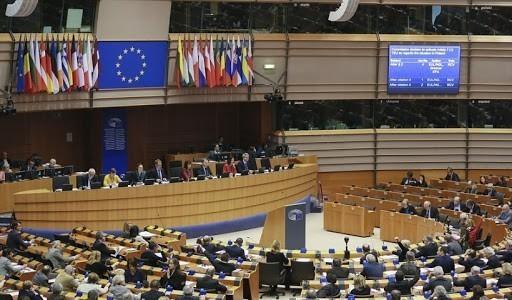 Ευρωβουλή: Ζητά επιπλέον πόρους για τις χώρες πρώτης γραμμής του προσφυγικού