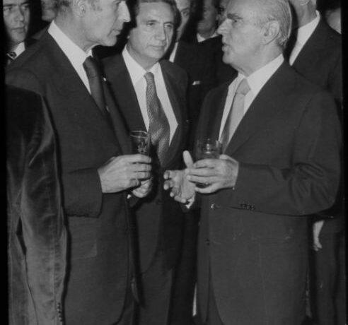 Ζισκάρ Ντ' Εστέν : Ο φιλέλληνας ηγέτης που δεν ήθελε να αφήσει «τον Πλάτωνα να περιμένει» – Η φιλία του με τον Καραμανλή