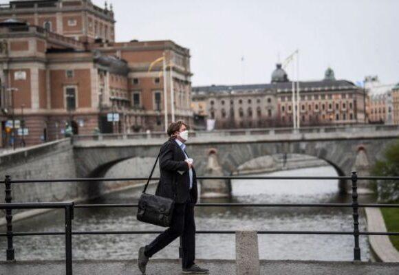 Κοροναϊός – Σουηδία : Το ρεκόρ θανάτων φέρνει… συστάσεις για μάσκες