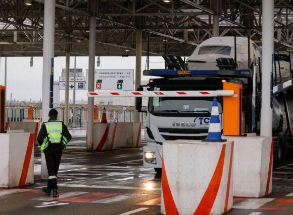 Κοροναϊός : Τουλάχιστον έως 6 Ιανουαρίου οι περιορισμοί στις μετακινήσεις από Βρετανία προς Γαλλία