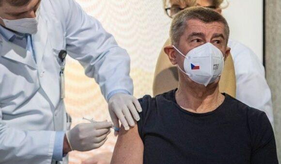 Ξεκίνησε ο εμβολιασμός στην Τσεχία – Πρώτος εμβολιάστηκε ο πρωθυπουργός