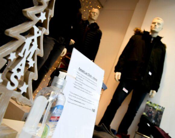 ΣΕΛΠΕ: Πόσα θα δαπανήσουν οι καταναλωτές τα φετινά Χριστούγεννα σε σχέση με πέρυσι